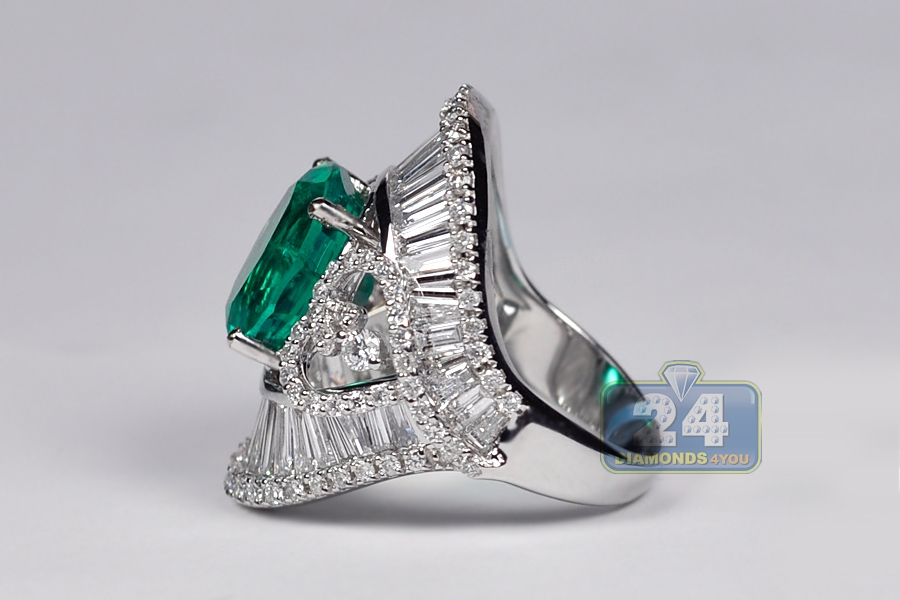 womens oval emerald ring 18k white gold 8 85 ct